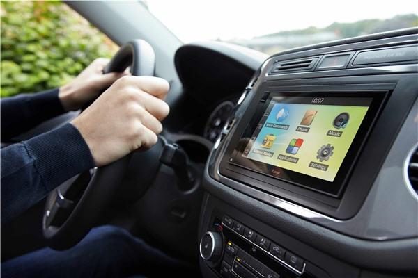 Internet no carro: confira os prós e contras desse sistema   Super Carros